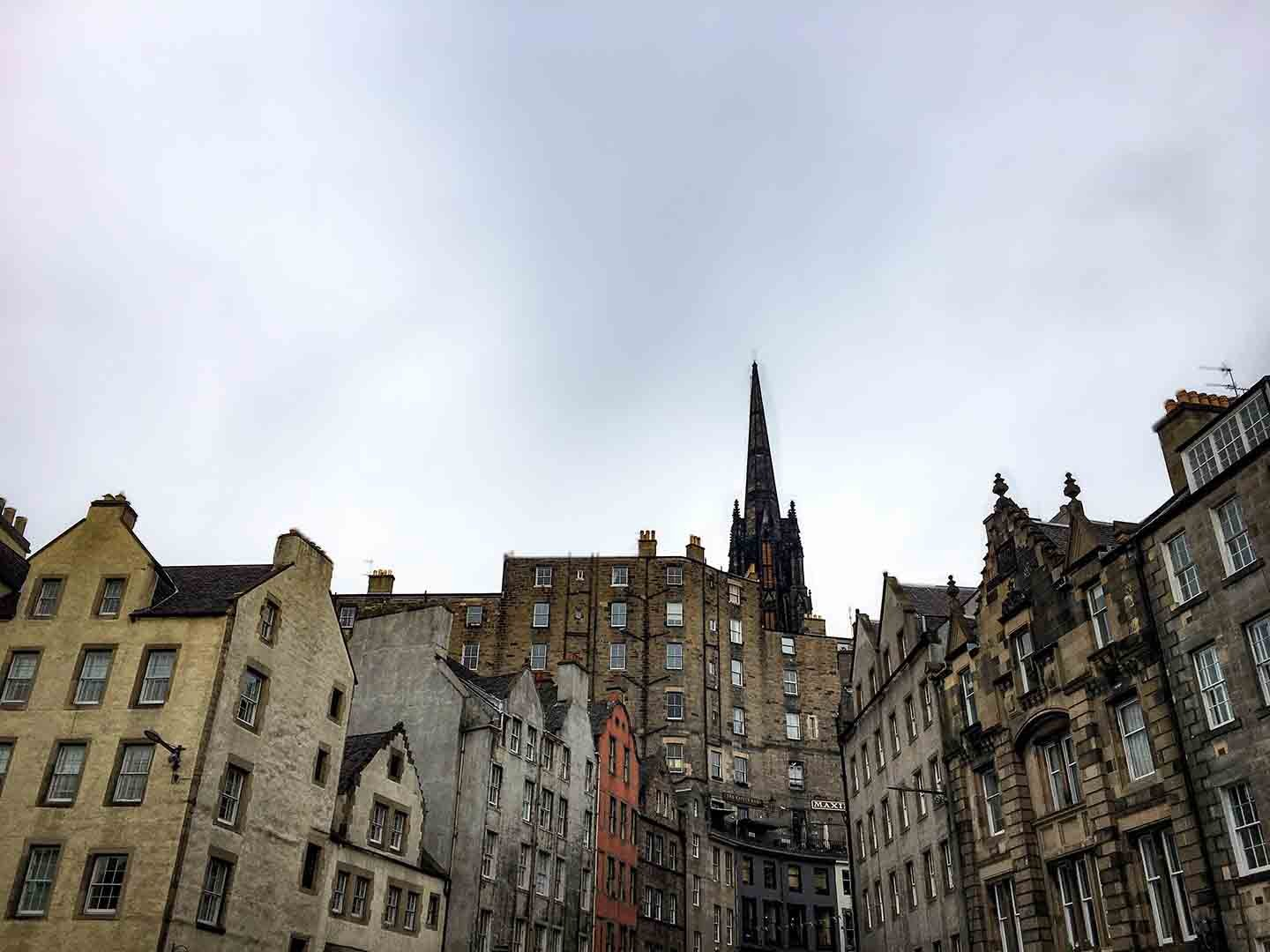 Buildings in Edinburgh's Old Town | Image © ExpatAlli.com