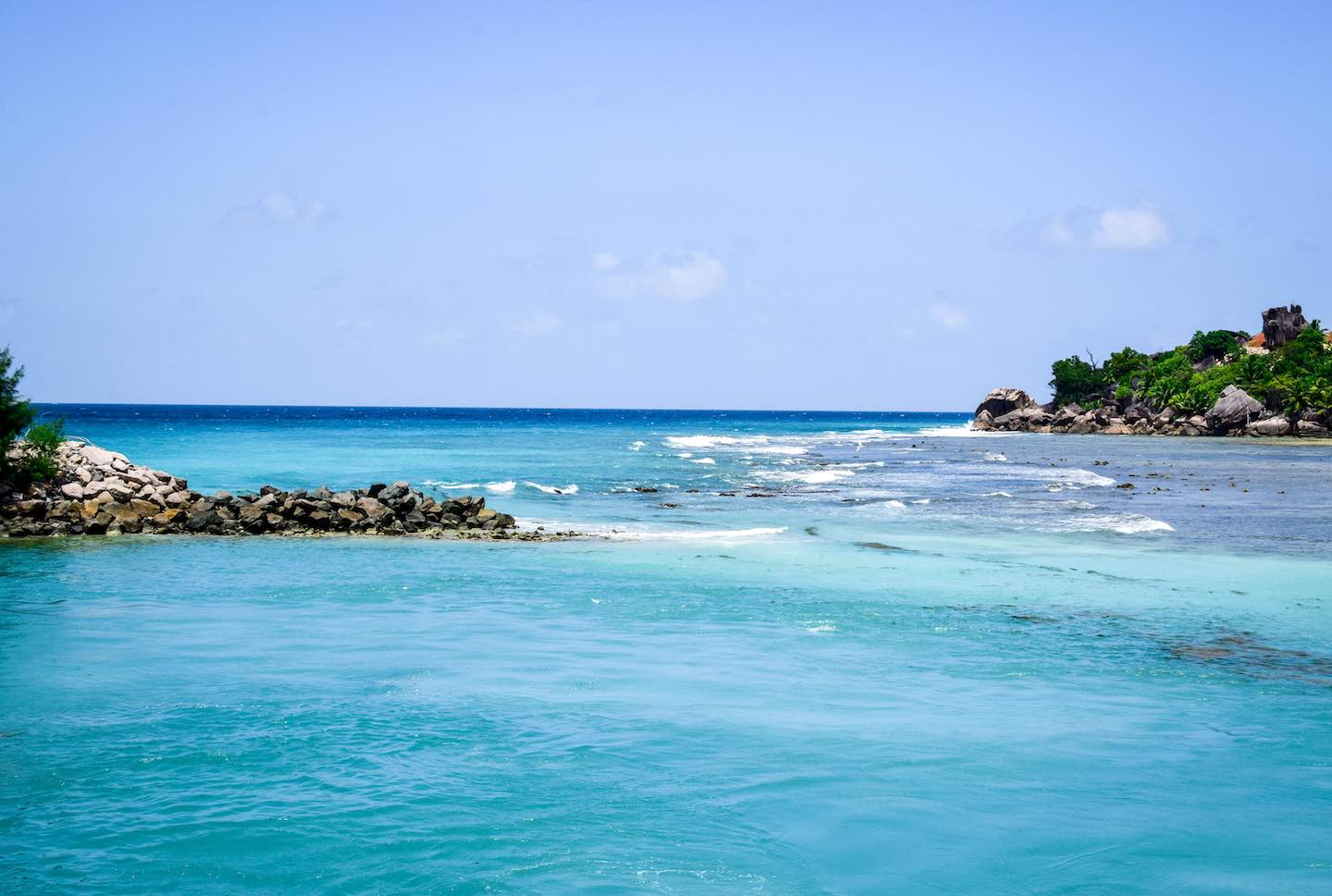 Blue water in the Seychelles Islands | Image © ExpatAlli.com