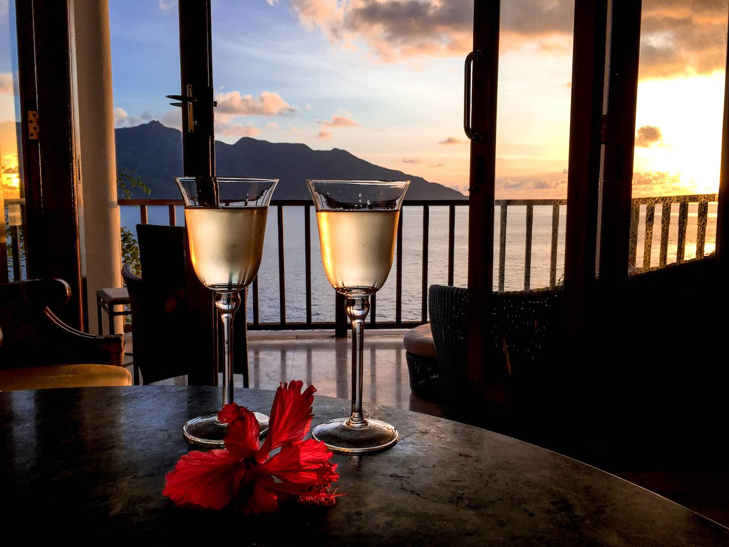 Two wine glasses at Sunset Beach Hotel | Image © ExpatAlli.com