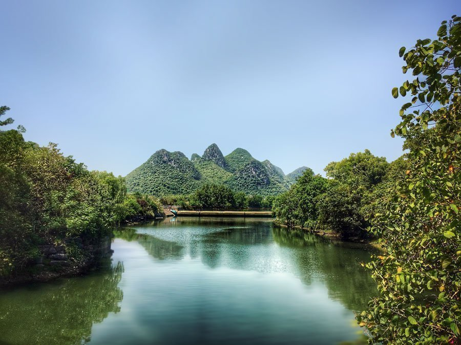 Hills in Guilin, China | Image © ExpatAlli.com