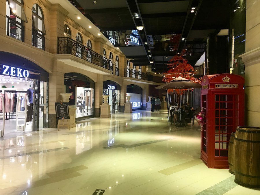 Fashion Style Street mall interior | Image © ExpatAlli.com