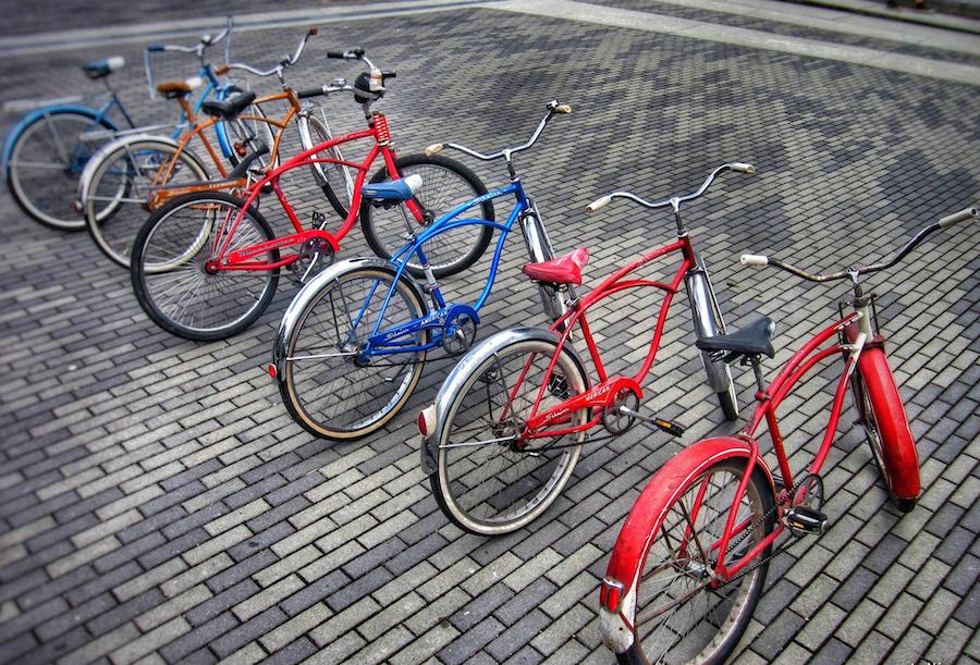 Image of a line of colourful bikes in Vancouver | Image © ExpatAlli.com