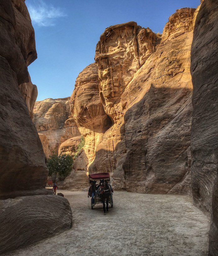 Horse drawn carriage in Petra | Image © ExpatAlli.com