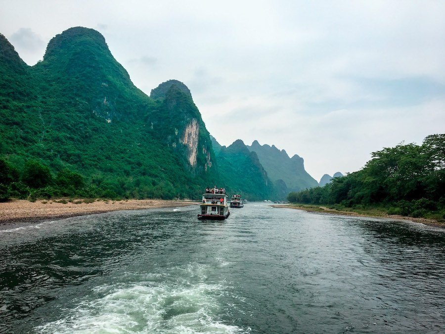 River cruise boats with karst hills | Image © ExpatAlli.com