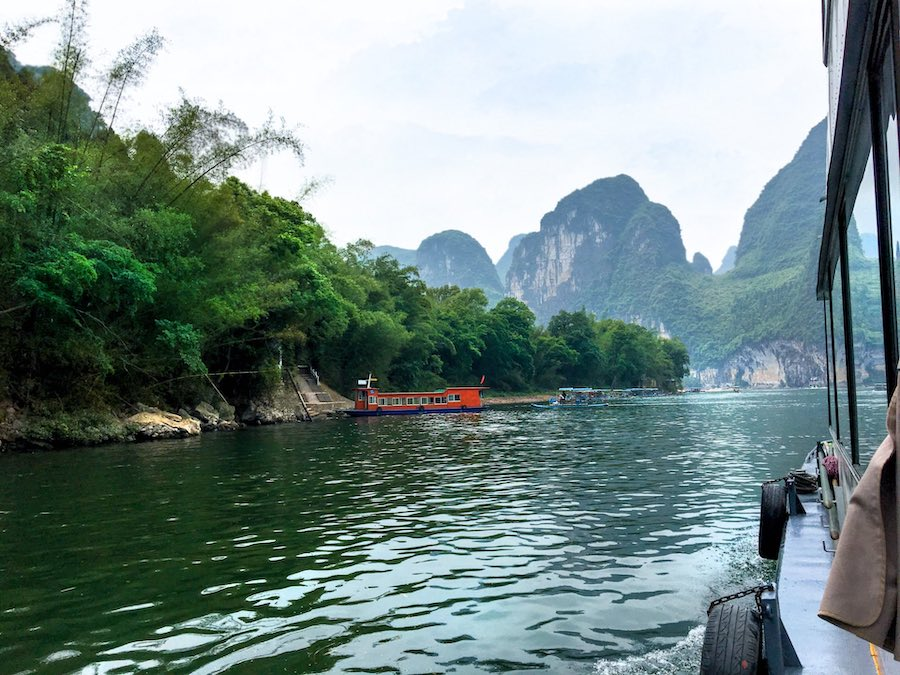 Boat on China's Li River | Image © ExpatAlli.com