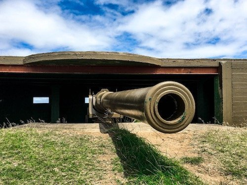 Close-up image of one of the big guns at Momi Battery Historical Park | Image © ExpatAlli.com