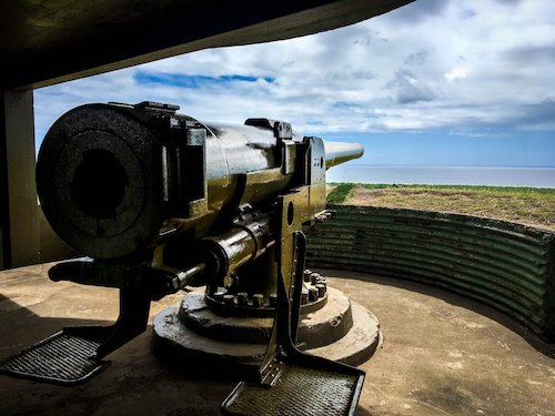Back view of one of the big guns at Momi Battery Historic Park | Image © ExpatAlli.com