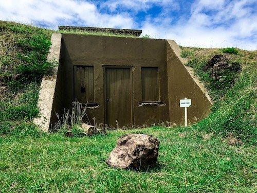Abandoned military hut at Momi Battery Park in Fiji | Image © ExpatAlli.com