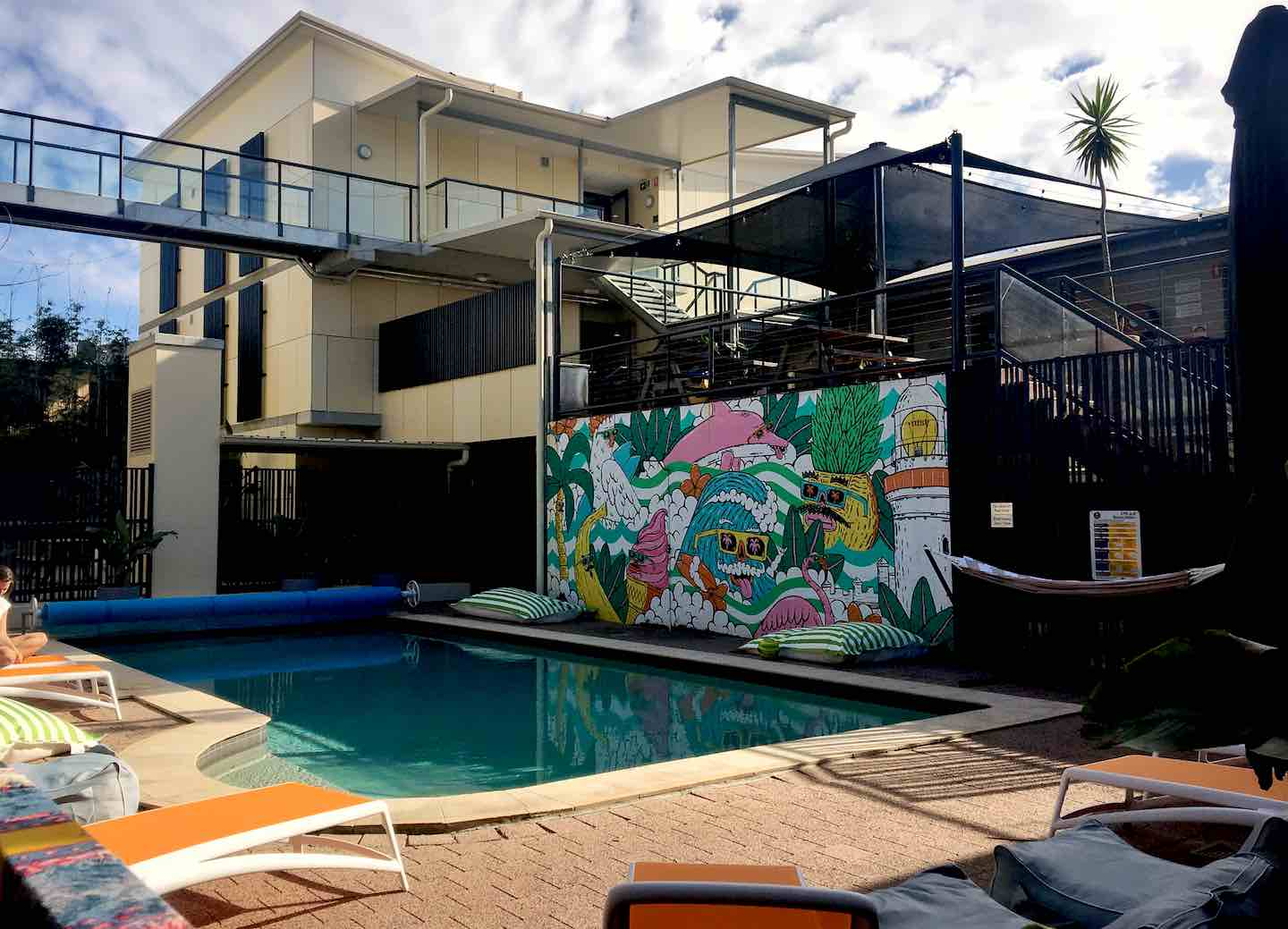 Image of Byron Bay YHA pool area | Image © ExpatAlli.com